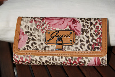 Otra Cartera  de Guess ???