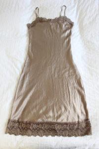 Un Vestido Lencero…