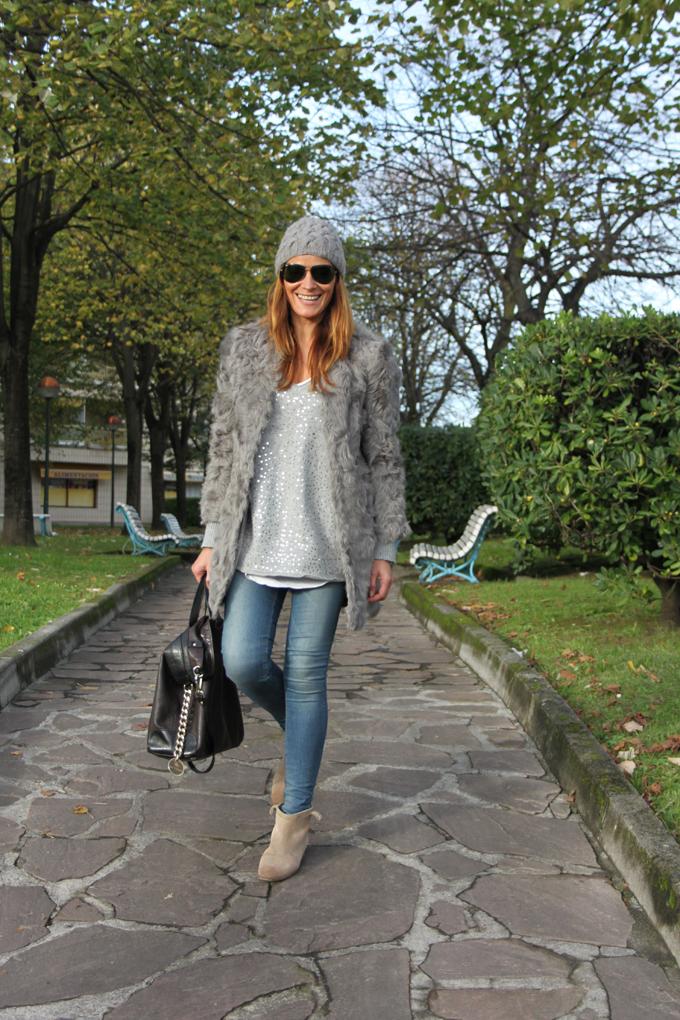 abrigo-pelo-gris-zara-gorro-lana