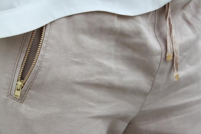 Pantalón-beige-ancho