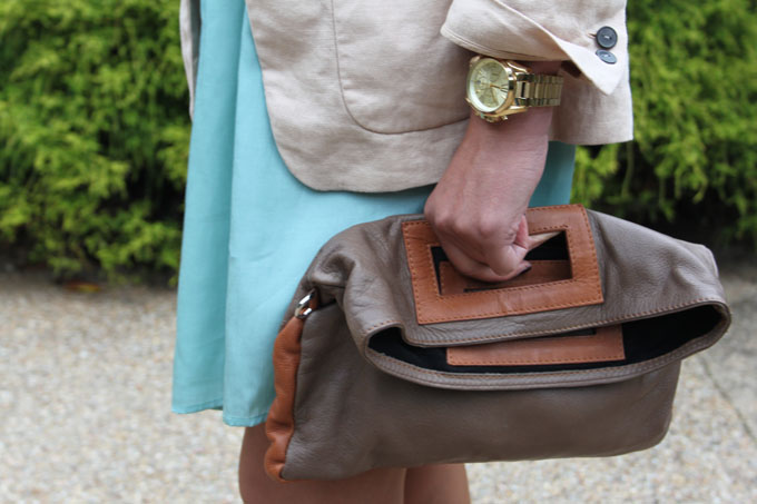 vestido turquesa ,bolso