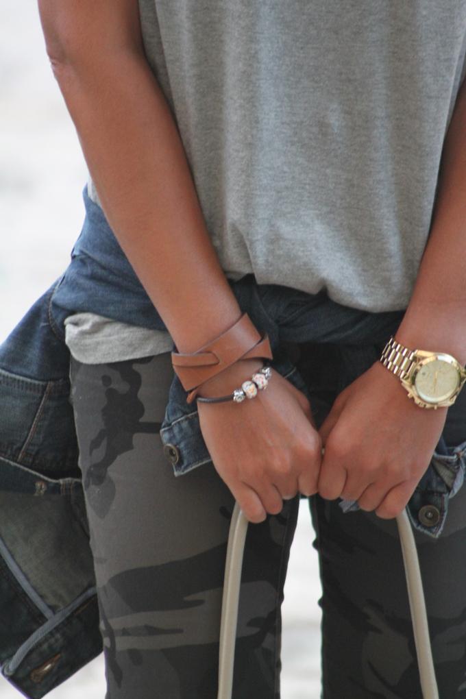 Pantalon camuflaje ,pulsera Massimo Dutti , Camiseta Vero Moda