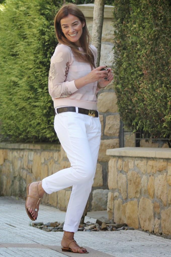 Sudadera encaje ,pantalón blanco , Es cuestion de Estilo , Lucía Díez