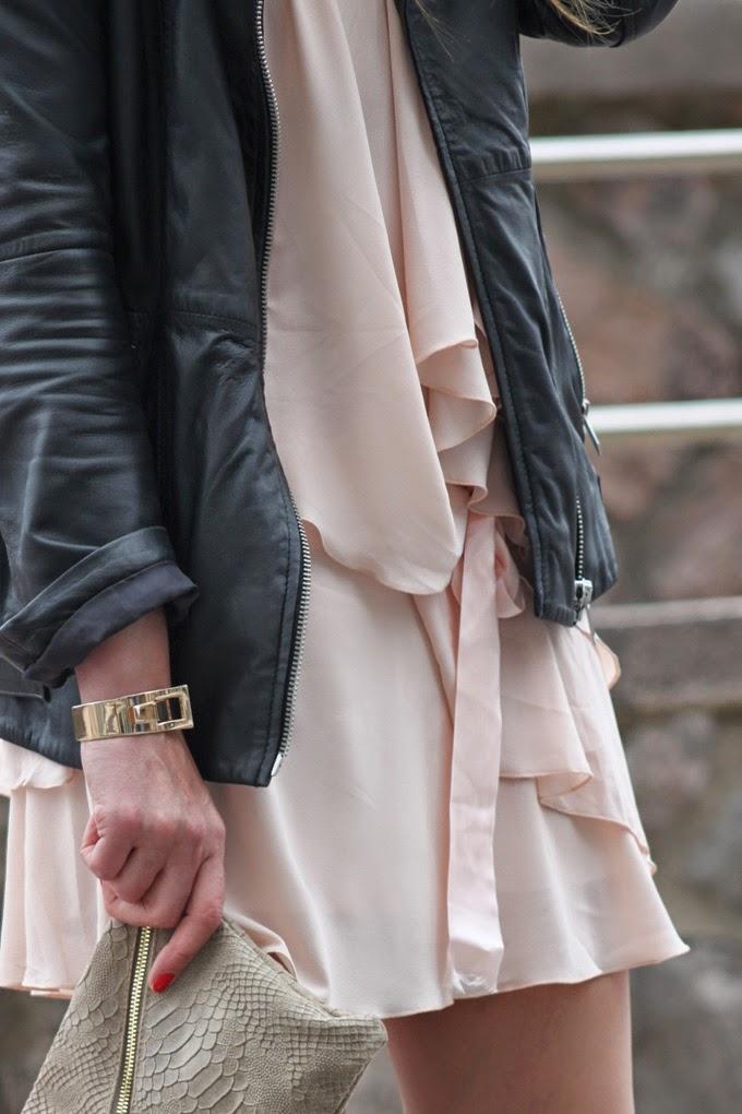 Perfecto Zara , Sandalias Luxax , Vestido rosa Sara Jantzidenda ,