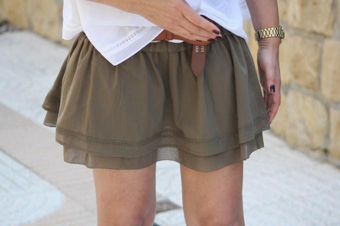 falda verde militar , camisa blanca , Lucía Díez , es cuestión de estilo