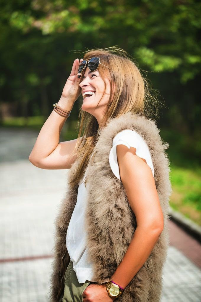 Lucía Díez , Blogger , Chaleco Plumas , Ray Ban , pantalon militar , estilo , look , street style,