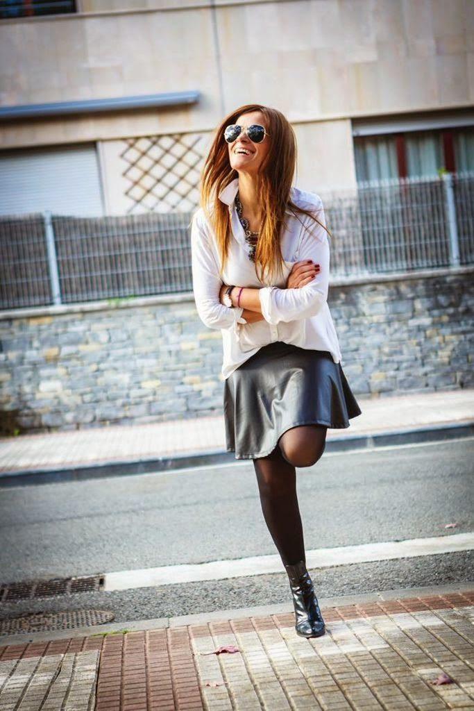 Falda Polipiel , A tu bola , botines , camisa blanca , lucía díez , es cuestion de estilo , Streetstyle, estilo