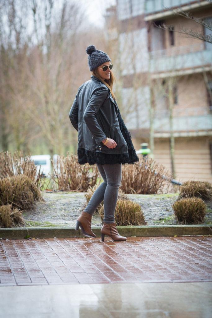 Perfecto cuero , Chaleco Pelo , Lucia Díez , es cuestion de estilo , Blog , street style, Botines Hispanitas