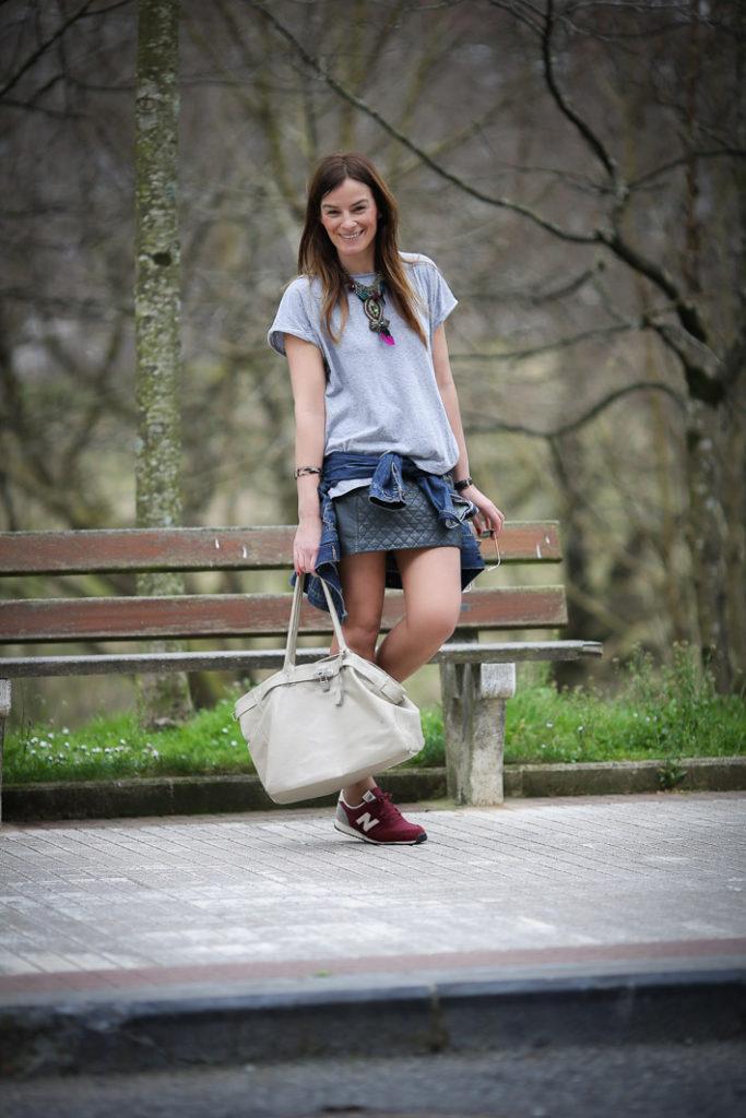 Lucia Diez , street style, Minifalda cuero , New balance granates