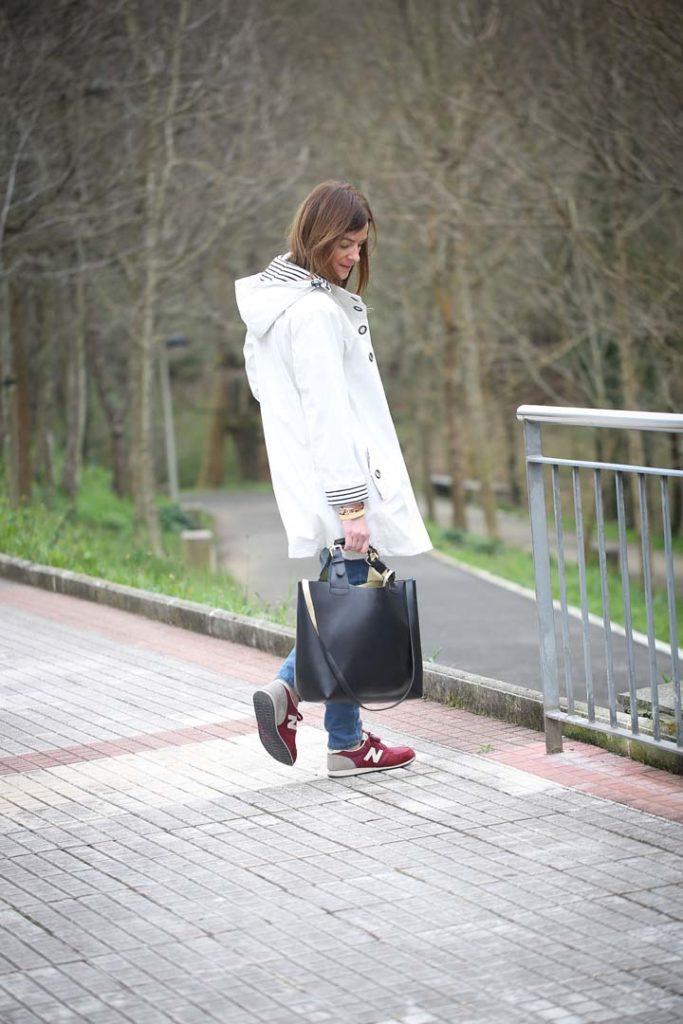 Batela , Gabardina Blanca , New balance ,Rayas ,camiseta Batela , Lucía Díez , Es cuestion de estilo
