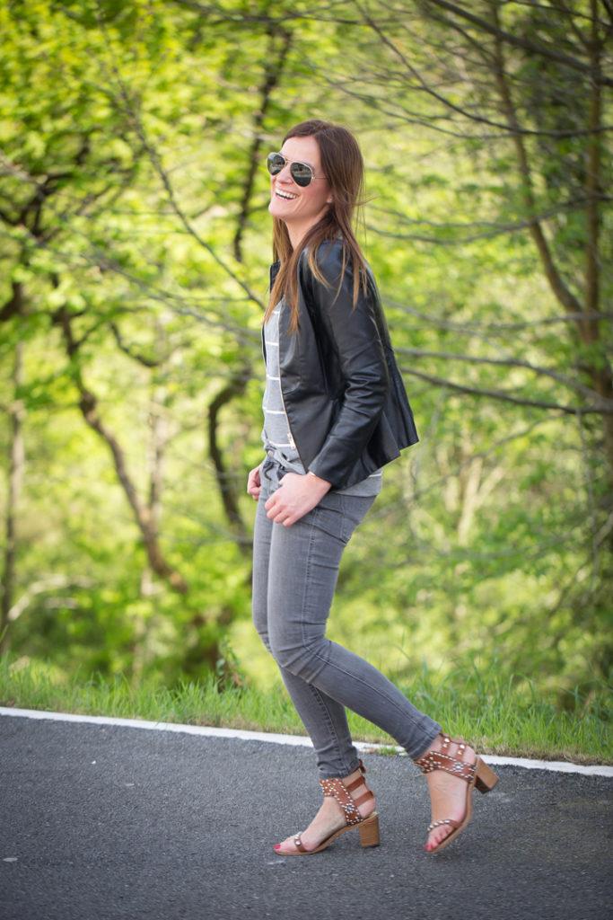 Isabel Marant sandalias .pitillos grises zara , Lucía Díez , es cuestion de estilo , Gafas Ray Ban, camiseta Vero Moda , street style,