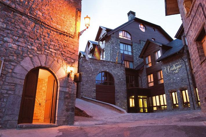 hotel privilegio , valle de tena , ´.Es cuestion de estilo, Lucía Díez, montaña , navidad , nieve