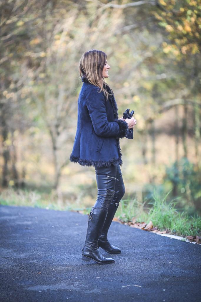 piel , encerado , motero .Es cuestion de estilo, Lucía Díez ,pantalón , jeans , look , street style,