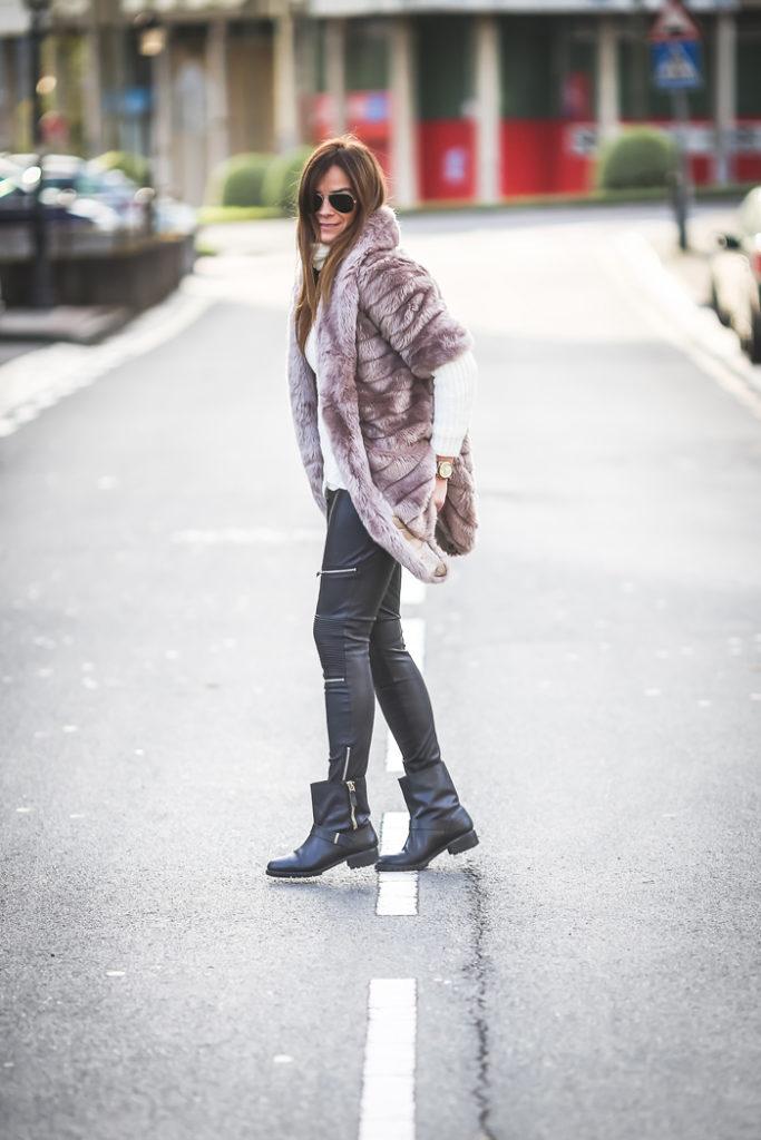 Zara , ´.Es cuestion de estilo, Lucía Díez , Look Motero , Botas moteras , pantalón encerado ,abrigo pelo