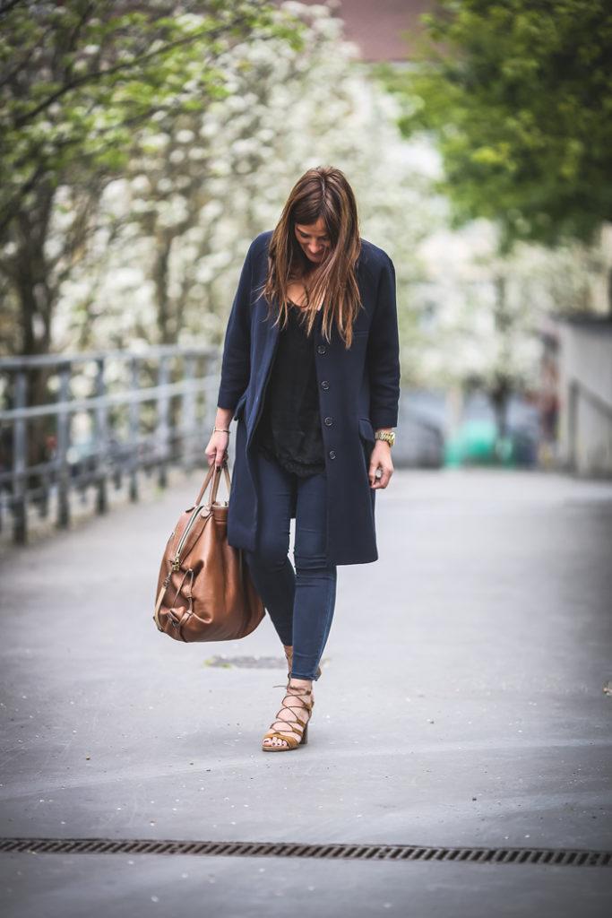 Tendencias , Abrigo y sandalias , negro y marino , Lucía Díez , Es cuestion de estilo, Personal Shopper