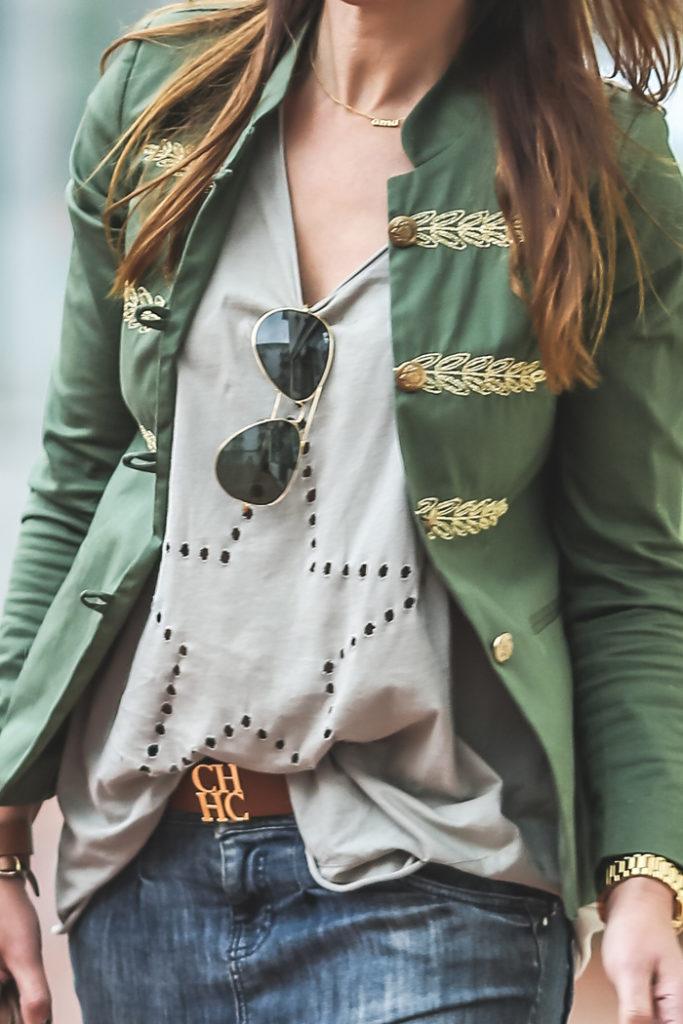 Chaqueta militar , Carolina herrera , cinturón , Ray Ban , GAfas , chaqueta verde , Isabel marant , sandalias , Lucía Díez , Es Cuestión de estilo , Personal Shopper .