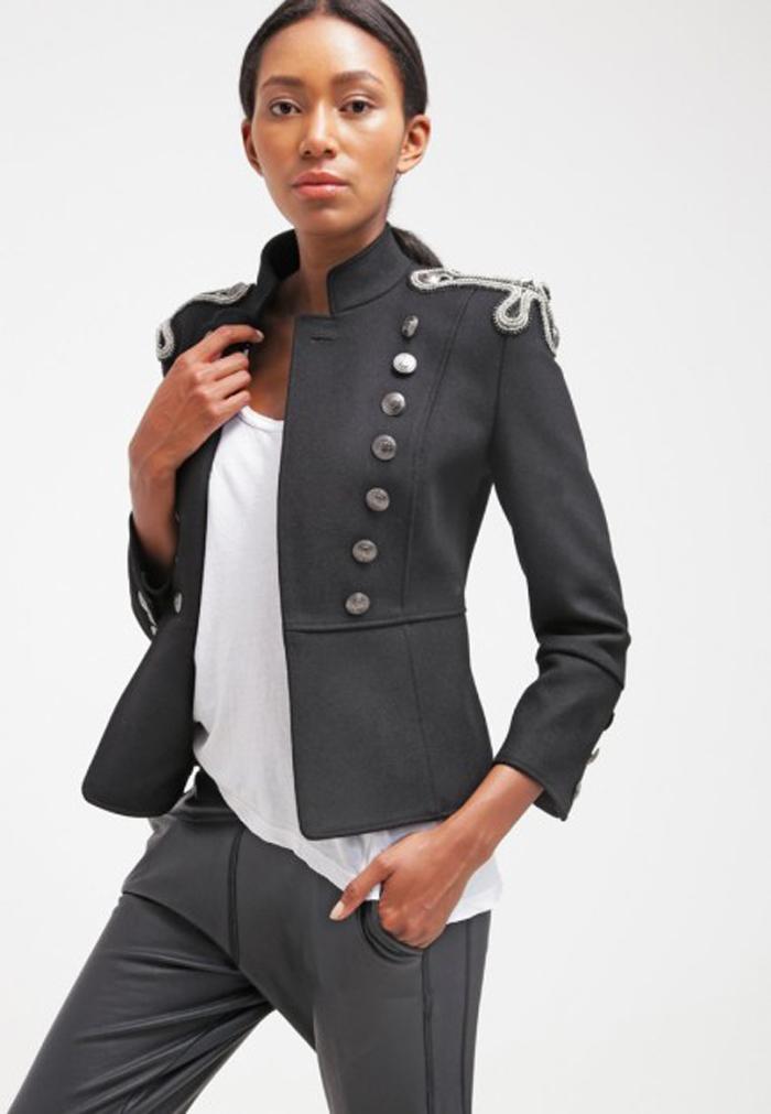 Chaquetas Militares . Es cuestión de estilo , Nieves Alvarez , Paula Echevarria ,