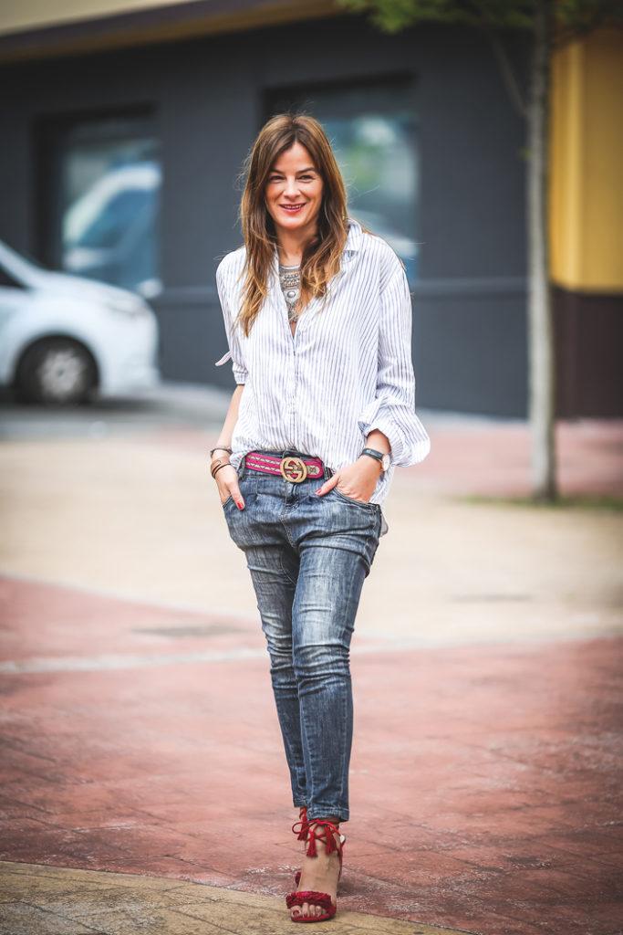 Camisa oversize , tendencia , escuestiondestilo, sandalias rojas , personal shopper , Lucía Díez .