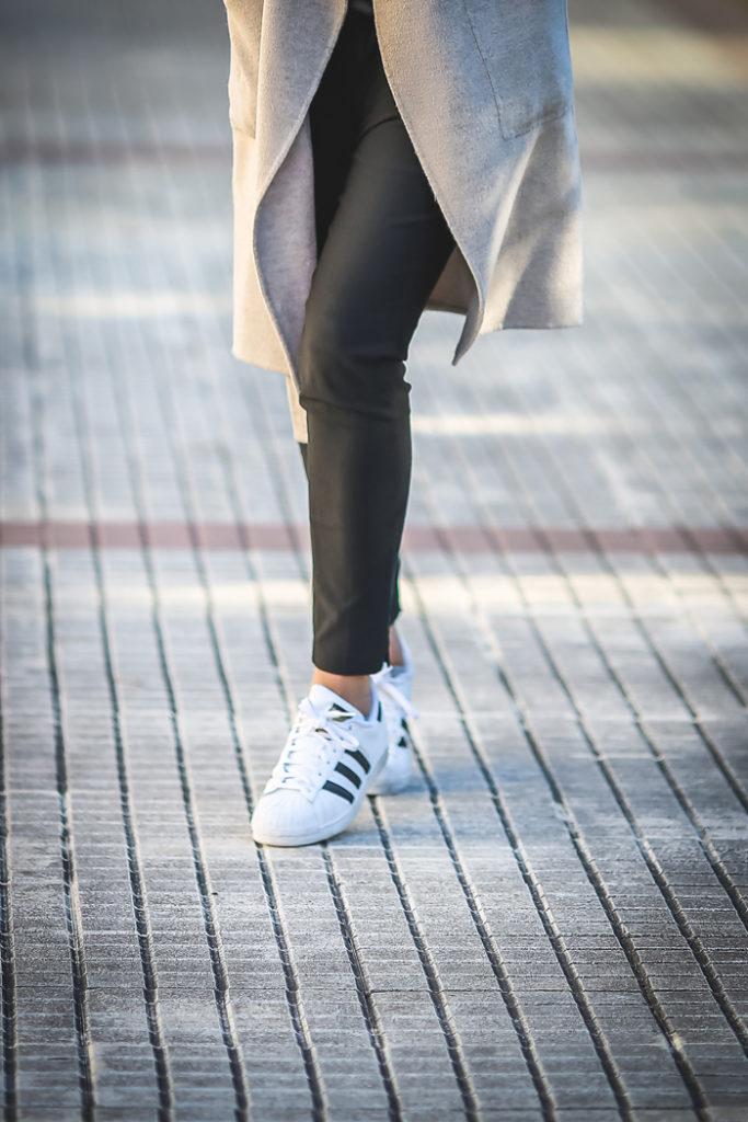 Abrigo , Top Lencero , sneakers , Lucía Díez , es cuestión de estilo