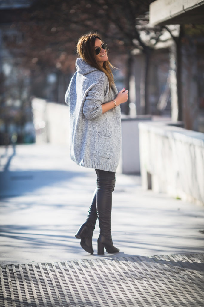 Chaqueta Punto Gris ,Top Lencero , bota legging, Es cuestión de estilo , Personal Shopper .Streetstyle