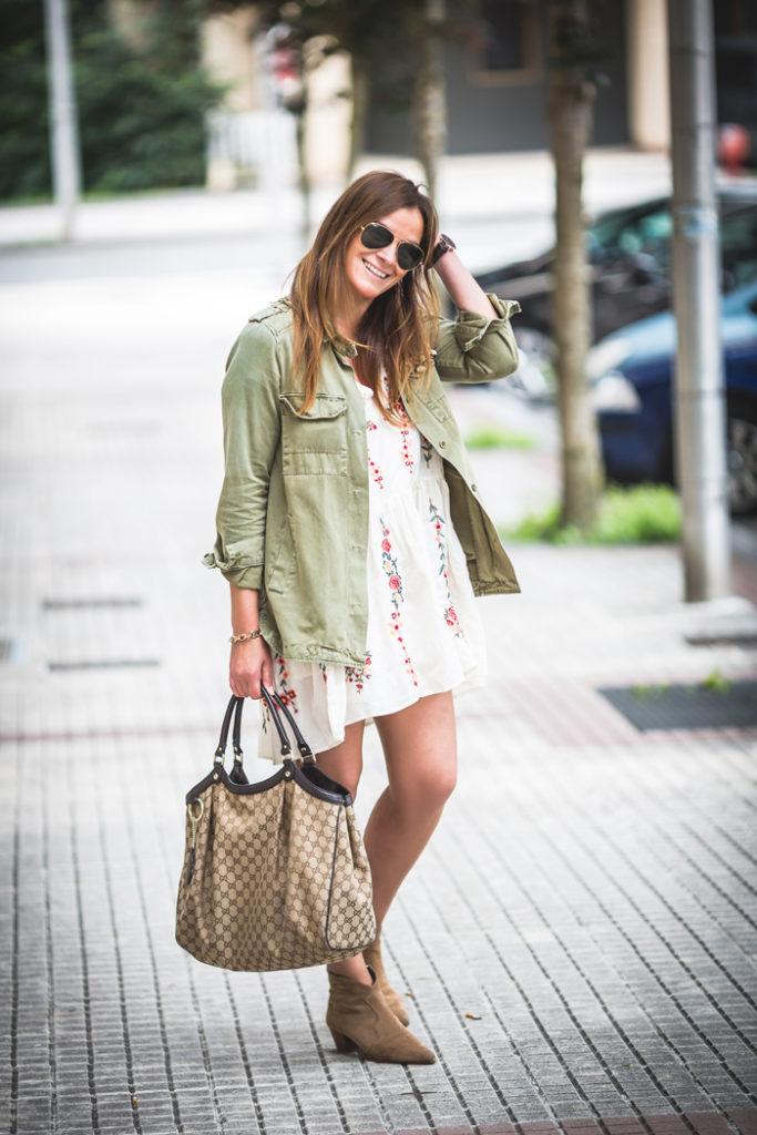 camisa verde militar , vestido flores , look primaveral , Es cuestión de estilo , Lucía Díez, Personal Shopper.