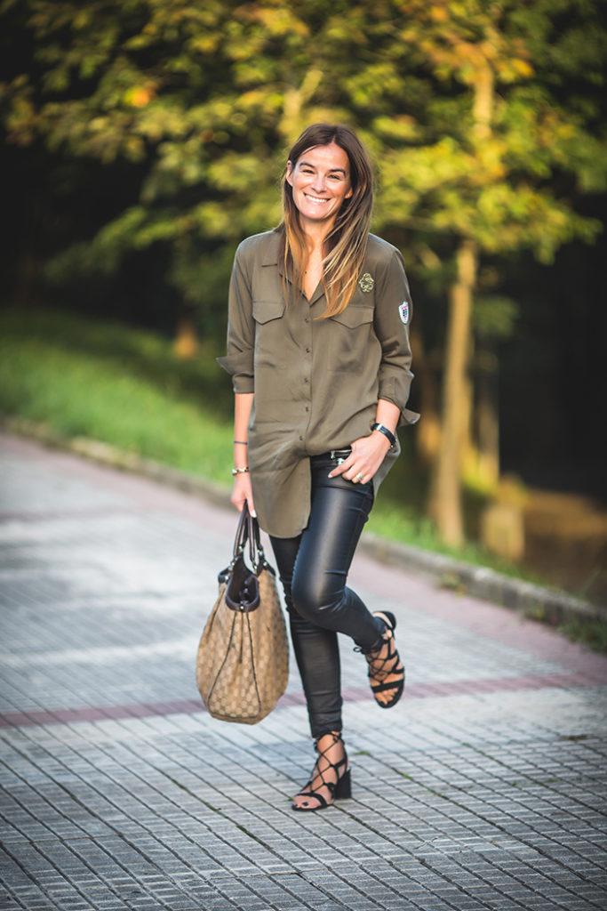 Pantalón encerado , camisa verde , Gucci , Shop Online , es cuestión de estilo , personal shopper , Bulgari ,Lucía Díez .