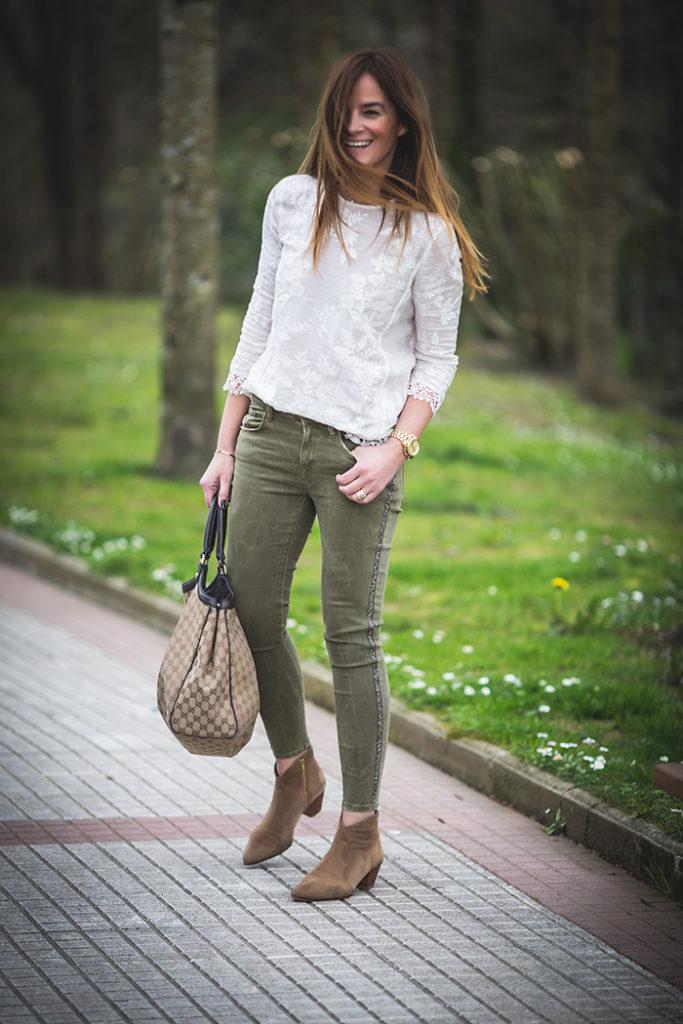 Pantalón verde ,personal shopper , Es cuestión de estilo ,Lucía Díez,camisa encaje ,