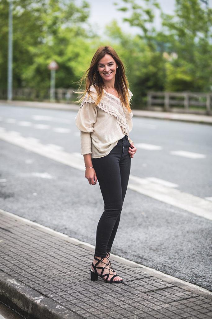 Camisa Romantica,Lucía Díez,PersonalShopper,Escuestiondestilo,pantalón tiro alto,Pantalón botones.