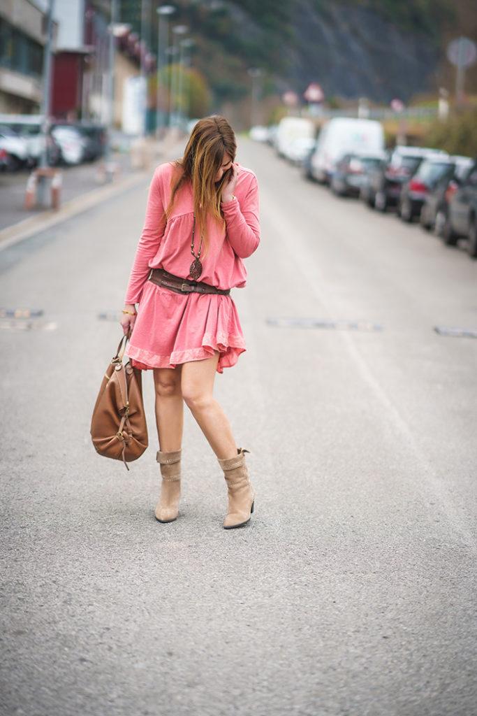 Vestido Teja y bota campera