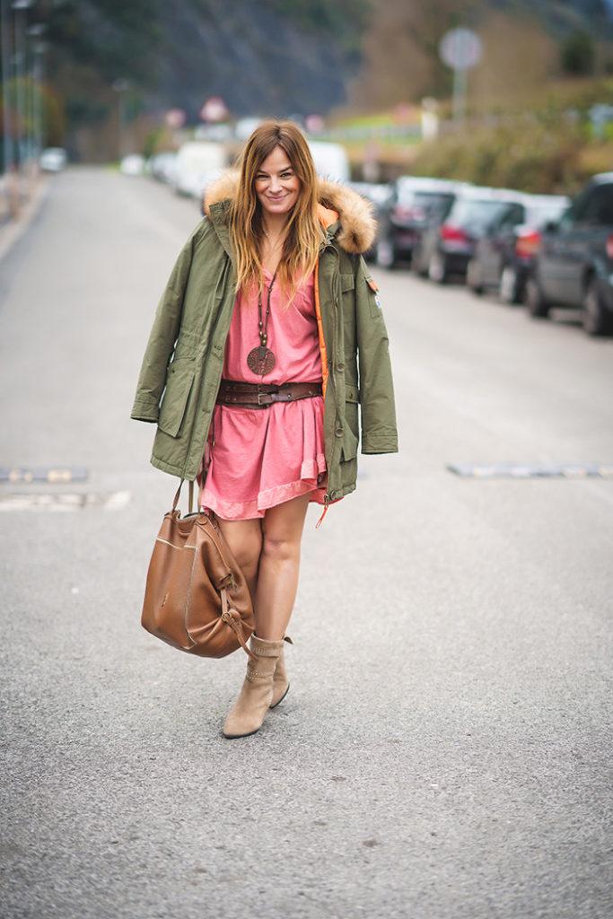 Vestido Teja, parka y bota campera